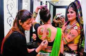 hot garba girls Gujarati Raas Garba - गुजरात का गरबा, देसी गर्ल्स ने दिखाई गरबा की मस्ती- देखें वीडियो