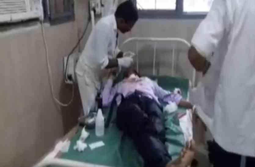 फर्रुखाबाद में बस-कार की भिड़ंत, दंपती की मौत