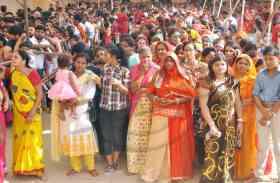 शारदीय नवरात्र के पहले रविवार माता के मंदिर में लगा भक्तों का तांता