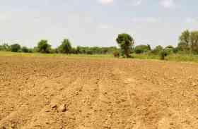 रबी फसल की तैयारी में जुटे किसान
