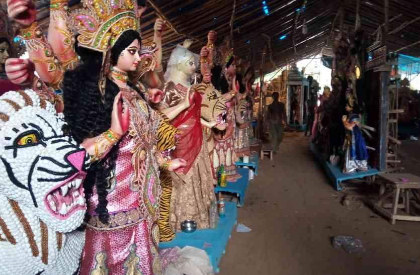मूर्तिकार दे रहा दुर्गा जी के स्वरूप में समाज को संदेश