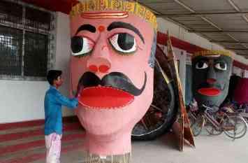 डीरेका मैदान में विजया दशमी की तैयारी अंतिम दौर में, 75 फीट का जलेगा रावण का पुतला