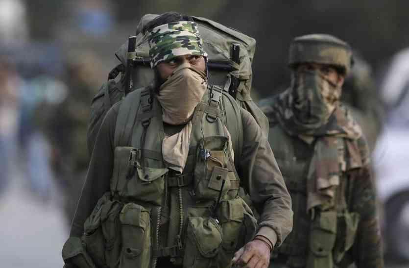 Special Story On Surgical Strike Para Commando - दुश्मन के लिए मौत का दूसरा नाम हैं सर्जिकल स्ट्राइक करने वाले पैरा कमांडो, इन हथियारों का करते हैं प्रयोग | Patrika News