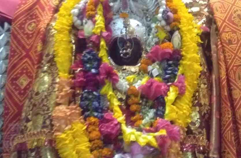 भक्तों की मनोकामना को पूर्ण करते हैं दुर्गा व कुशहरी माता