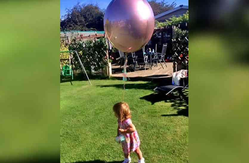 पार्क में खड़े होकर मां ने खींची बेटी की तस्वीर, लेकिन कैद हो गया कुछ अजीबो-गरीब