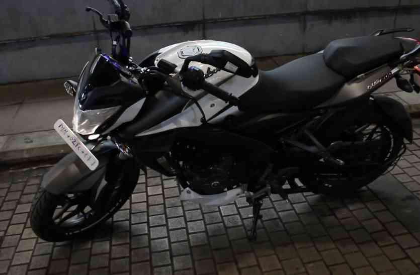बजाज ने अपनी दमदार बाइक Pulsar NS200 को ABS फीचर के साथ लॉन्च किया