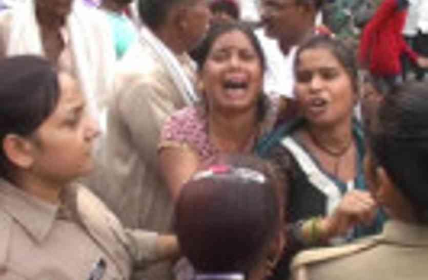 दुर्गा प्रतिमा विसर्जन के दौरान हादसा, तालाब मे डूबने से दो युवकों की मौत