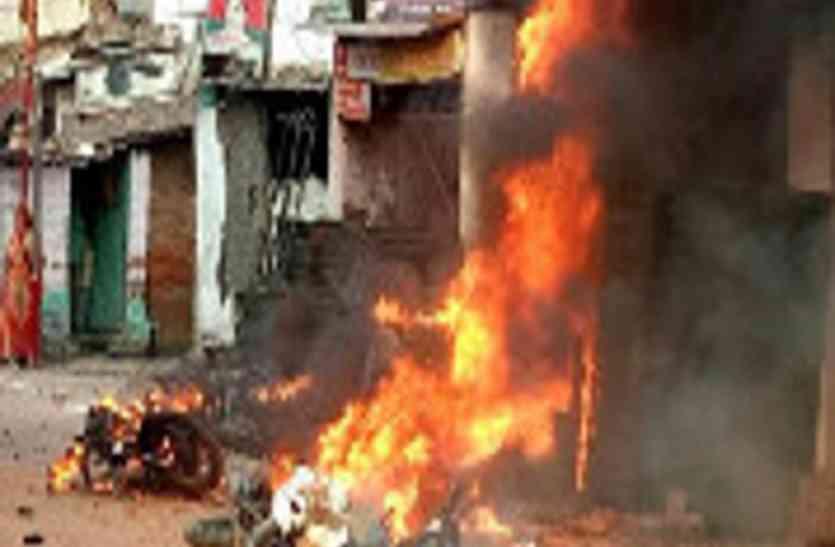 बाराबंकी में विसर्जन और ताजिया जुलूस के दौरान आगजनी, मारपीट