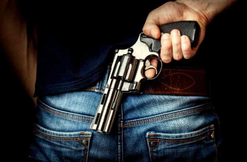 आजमगढ़ में सीने पर बंदूक सटाकर मांगी 10 लाख रुपये की रंगदारी