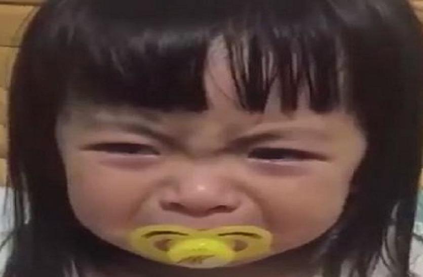 ये है दुनिया का सबसे क्यूट वीडियो, शर्त लगा लीजिये आप अपनी हंसी नहीं रोक पायेंगे! आ जाएगा इस मासूम बच्ची पर प्यार