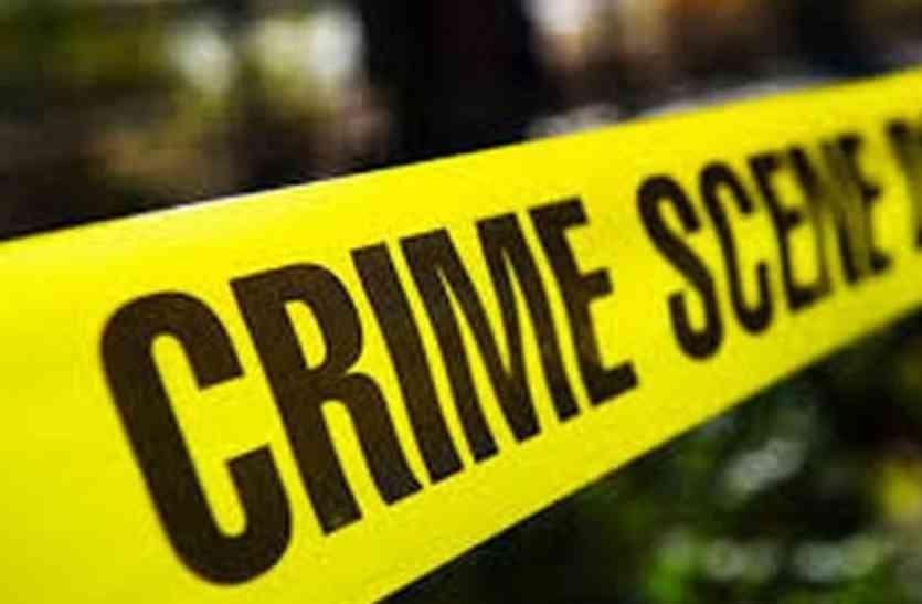 ब्यूटी सैलून में गंदा काम,  पुलिस बनी ग्राहक