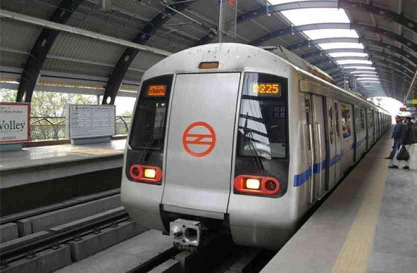 क्या ओला और उबर जैसी कंपनियों को लाभ देने के लिए बढ़ाया गया दिल्ली मेट्रो का किराया?