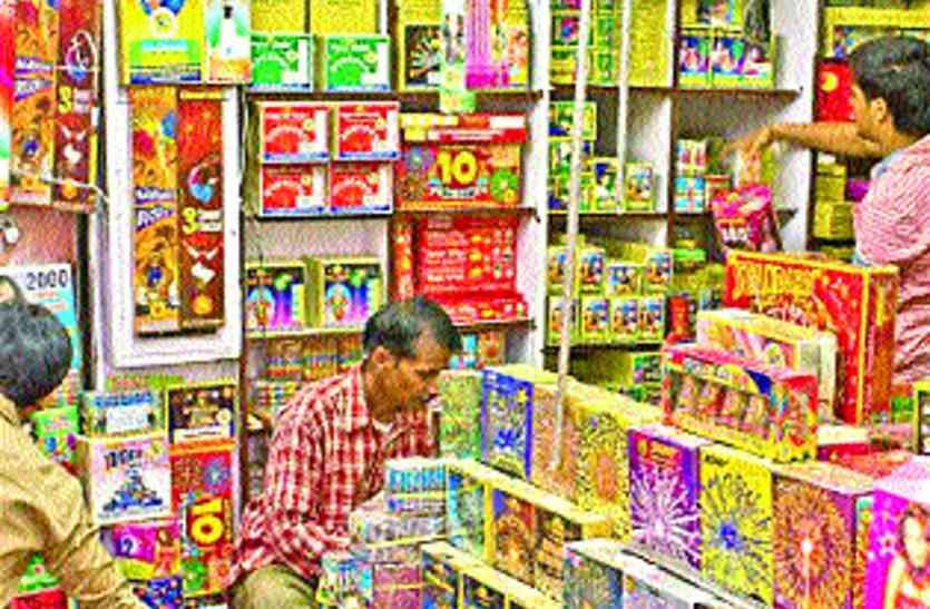 इस साल दिवाली पर चाइनीज पटाखा, लाइट्स की बिक्री ४५ फीसदी घटी!