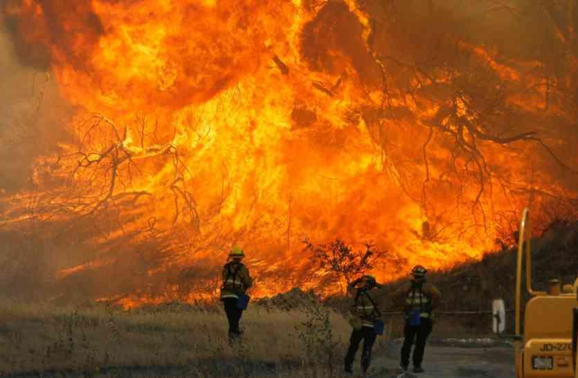 कैलिफोर्निया के जंगलों में अब तक की भीषण आग, 11 की मौत, 100 से ज्यादा लोग लापता