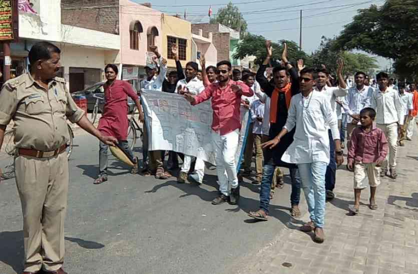 युवाओं ने निकाली रैली, चीनी सामान का बहिष्कार करने का किया आह्वान