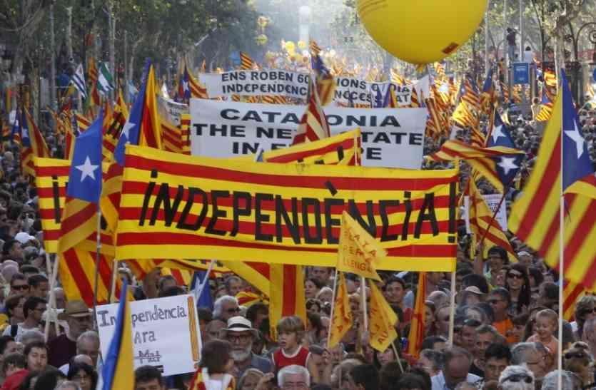 कैटलोनिया की स्पेन से आजादी की घोषणा टली, फ्रांस भी आया विरोध में