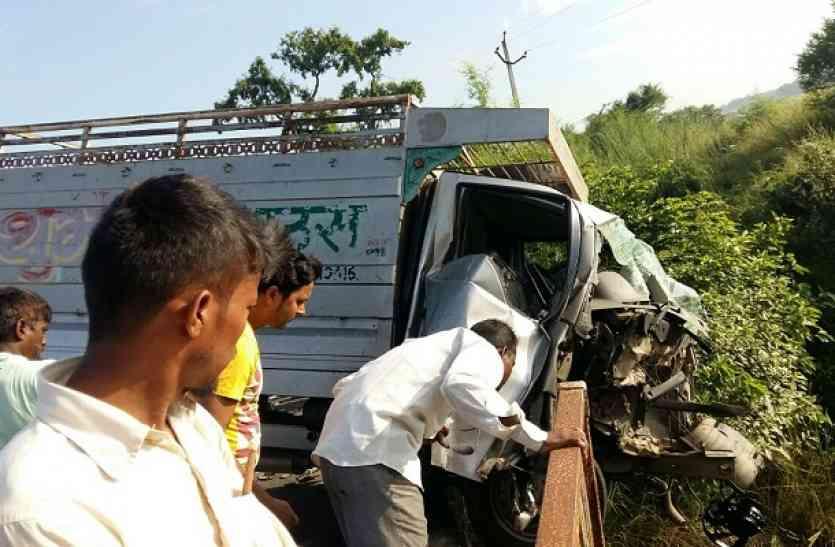 यूपी के आजमगढ़ में भीषण सड़क हादसा, तीन भाइयों समेत चार की मौत
