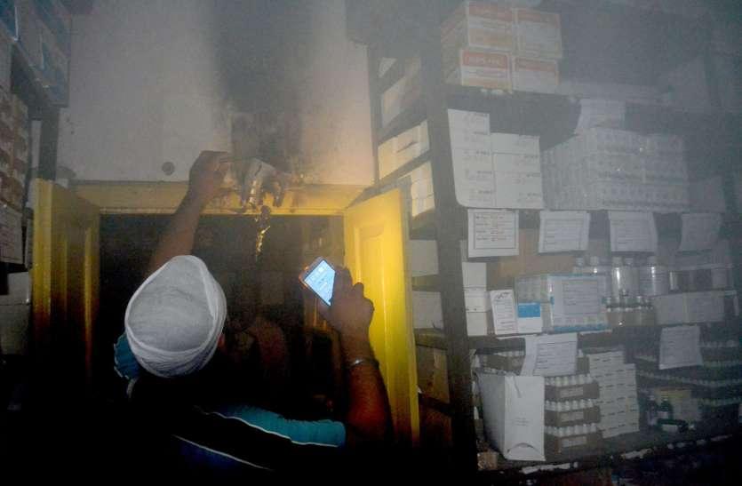 दुकान में लगी आग,लाखों का सामान जला