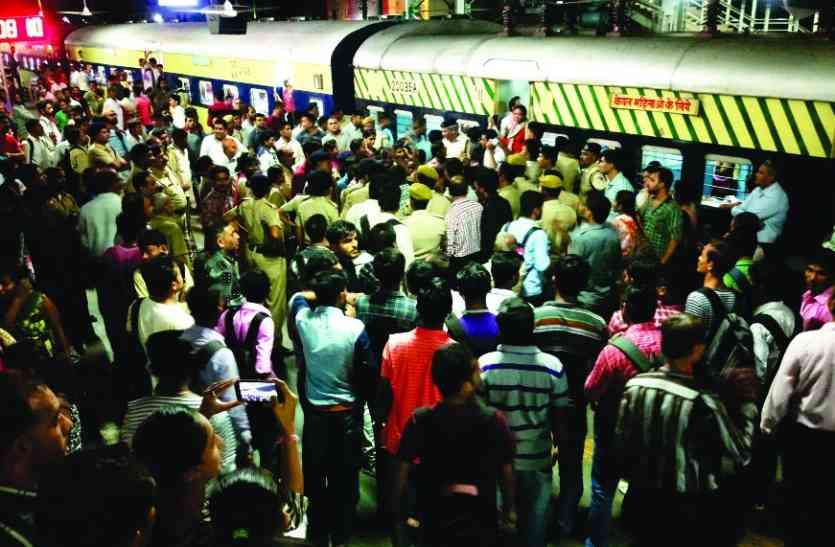 यात्रियों ने ढाई घंटे रोकी सूरत-विरार पैसेंजर ट्रेन