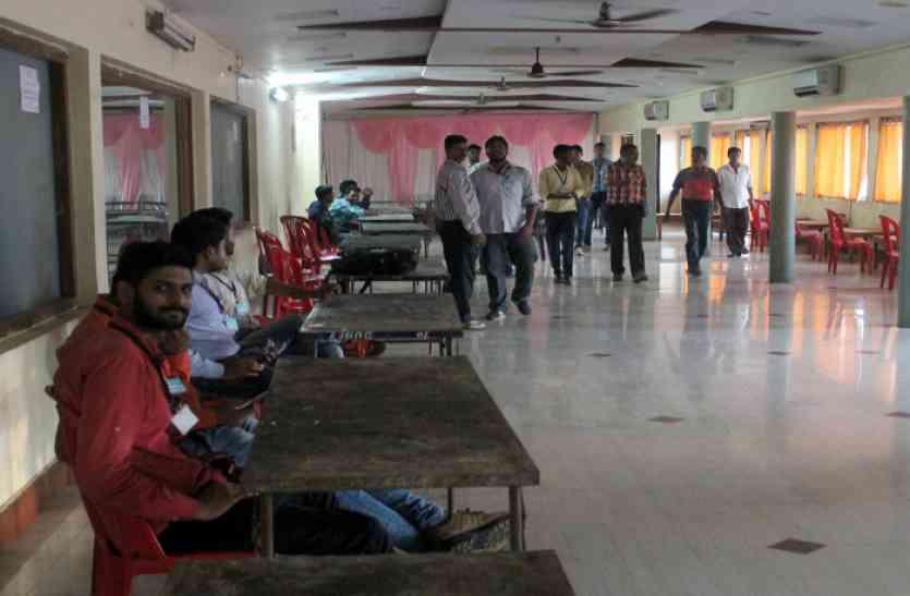 बीएसपी ओए चुनाव: सोशल मीडिया पर भिड़े दोनों पैनल के प्रत्याशी