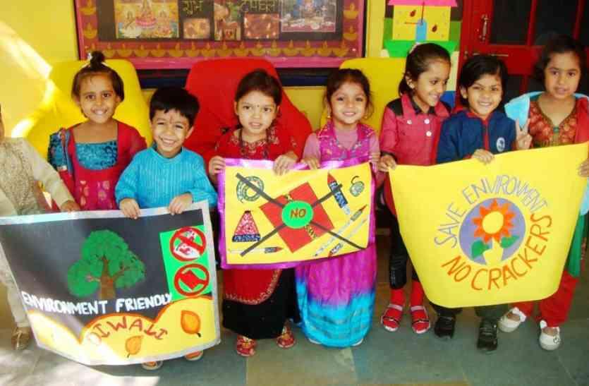 diwali decoration ideas for school - स्कूलों में क्लास रूम सजा रहे बच्चे, बना रहे हैंडमेड ग्रीटिंग्स