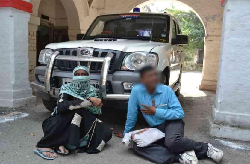 पति संग SSP की गाड़ी के आगे बैठी गैंगरेप पीड़िता, रो रोकर बयां किया दर्द