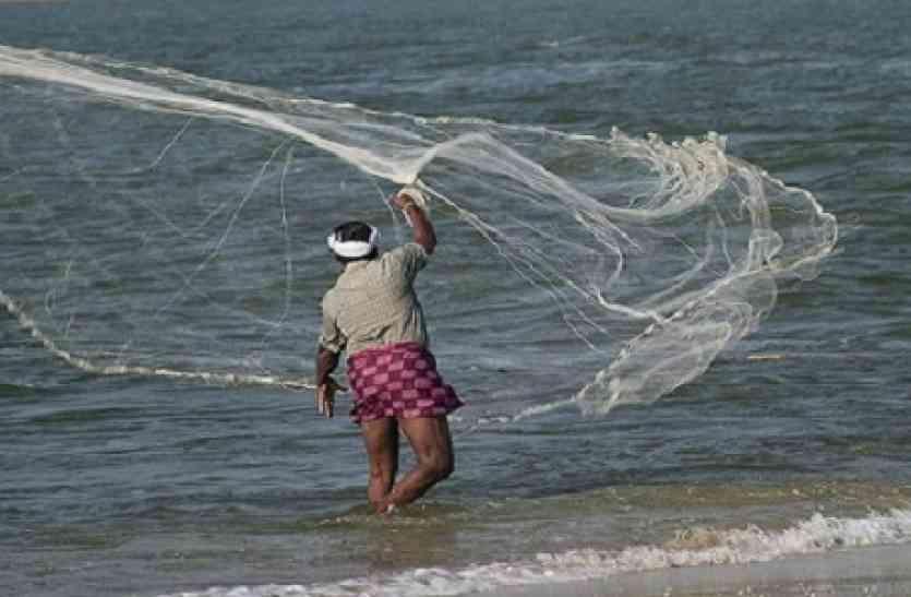अगर पलंग के नीचे झांक लेता यह मछुआरा तो 10 साल पहले ही बन चुका होता अरबपति! अब जाकर बदली किस्मत