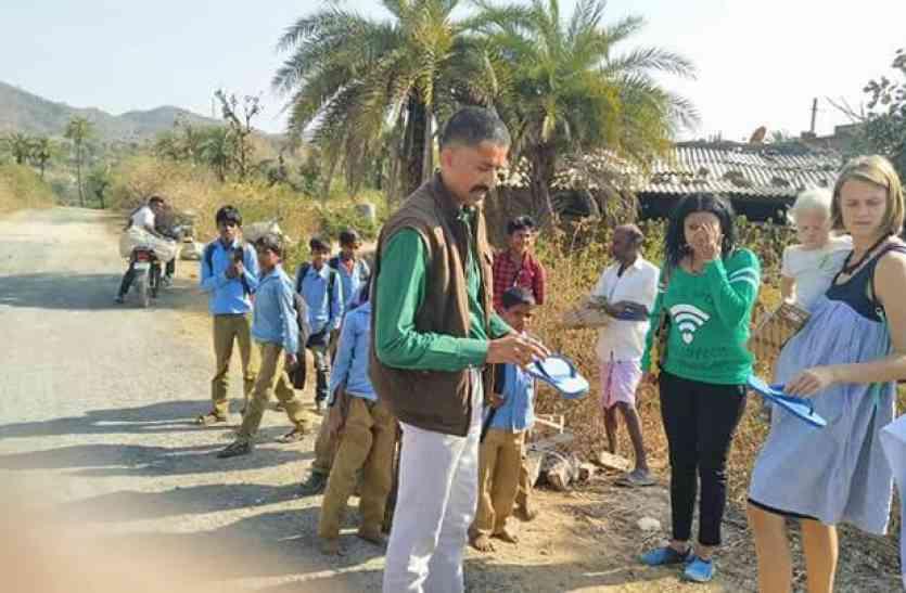 UDAIPUR PRIDE: इस थानाधिकारी ने उठाया तीन स्कूलों का जिम्मा, वनवासी बच्चों को मिली हौसले की उड़ान