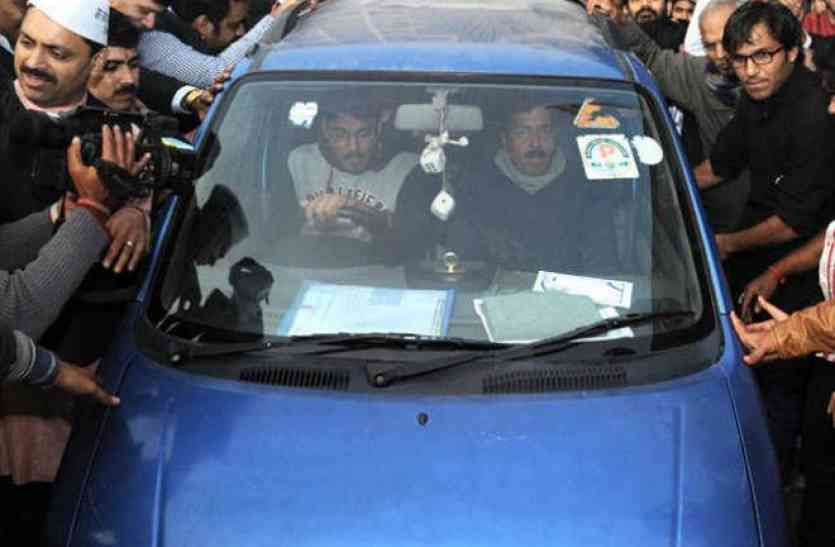बहुत कम ही लोग जानते हैं केजरीवाल की नीली कार का दिलचस्प किस्सा