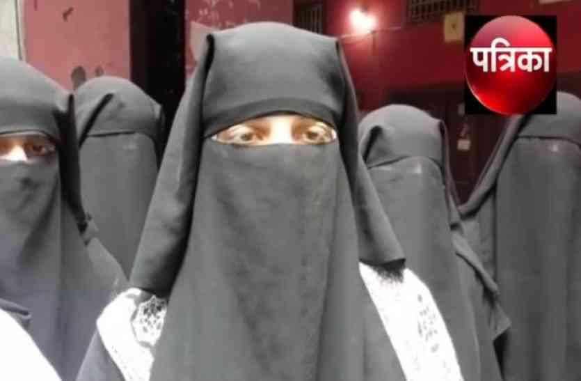 मुस्लिम महिलाओं ने केंद्रीय मंत्री मुख्तार अब्बास नकवी के खिलाफ खोला मोर्चा, देखें वीडियो