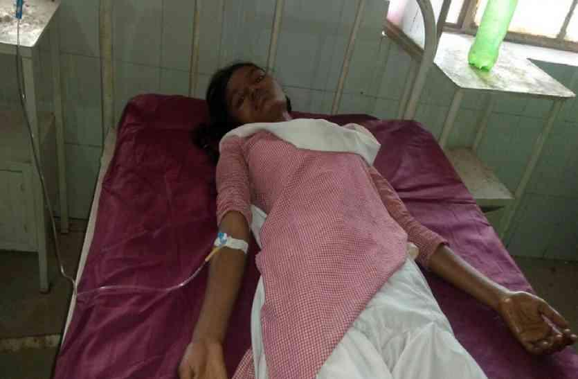 मिर्जापुर के सरकारी स्कूल की 80 छात्राएं बीमार, 24 की हालत गंभीर