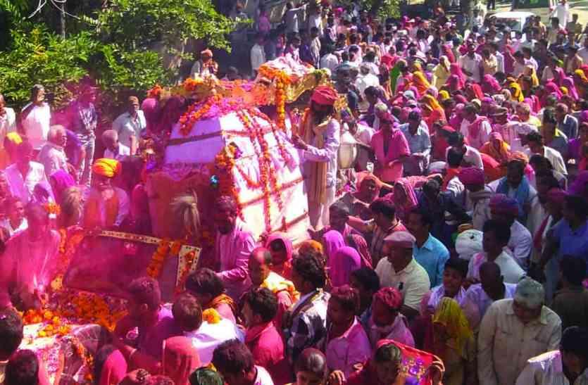 रोकडिय़ा हनुमान धाम के महन्त स्वामी नारायणदास का निधन : हजारों लोगों की उपस्थिति में देह पंचतत्व में विलीन