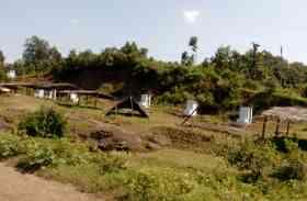 गांव से तीन किलोमीटर दूर बना दिए शौचालय