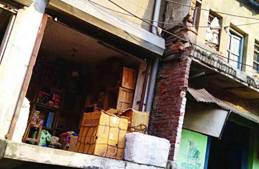 पटाखा दुकानों में क्षमता से अधिक स्टॉक, बारूद के ढेर पर सतना शहर