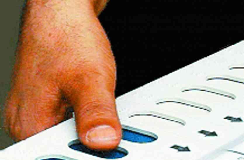 गुजरात चुनाव का ऐलान न होने पर सियासत गर्म