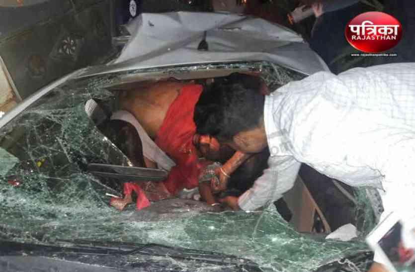 बछड़े से टकरा कार डिवाइडर कूदी, विपरीत दिशा में ट्रक से टकराई, चार की हुई मौत