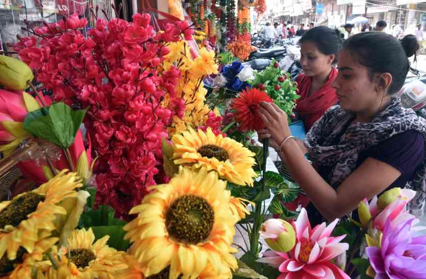 आर्टिफीसियल फूलों के प्रति शहरवासियों का बढ़ रहा आकर्षण
