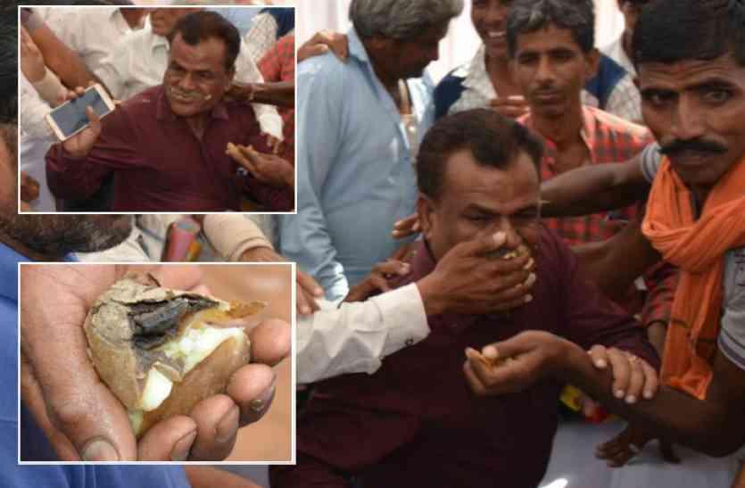 किसानों ने अधिकारी के मुंह में ठूंसी बासी सब्जी, फिर किया जमकर हंगामा