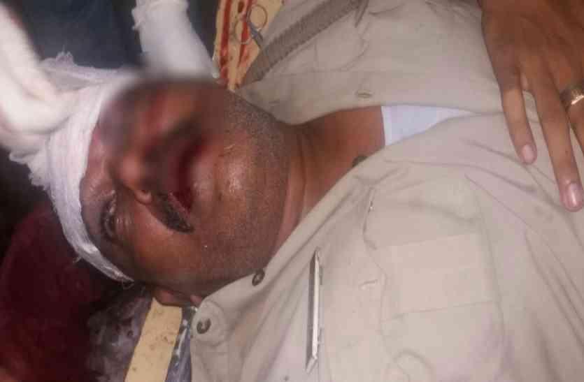 दारोगा पर जानलेवा हमला, गंभीर हालत में गोरखपुर रेफर