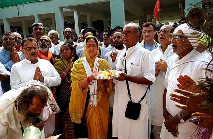 भाजपा से निष्कासित पूर्व विधायक ने किया दिग्गी का स्वागत