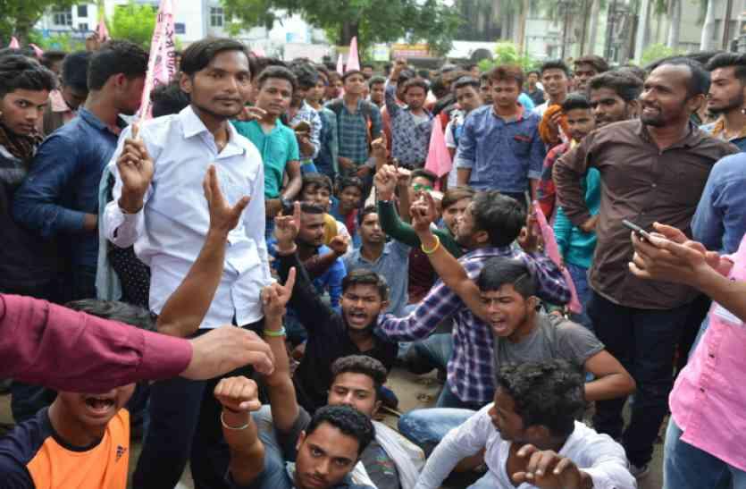 छात्रनेता की रिहाई के लिए लामबंद हुए जोगी समर्थक, एसपी ऑफिस घेरकर सौंपा ज्ञापन