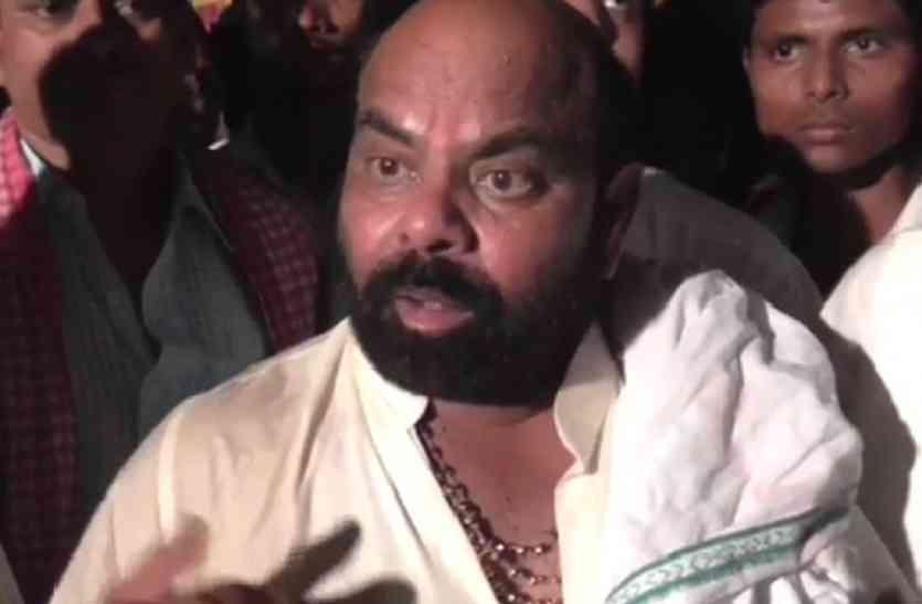 सपा के पूर्व राज्य मंत्री ने बिरहा गाकर बताया बेटियों का महत्व