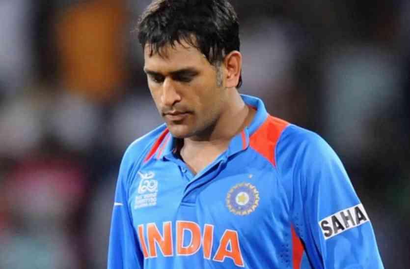 जानिए किस पूर्व खिलाड़ी ने कहा धोनी नहीं कार्तिक को खेलना चाइए टी-20 में