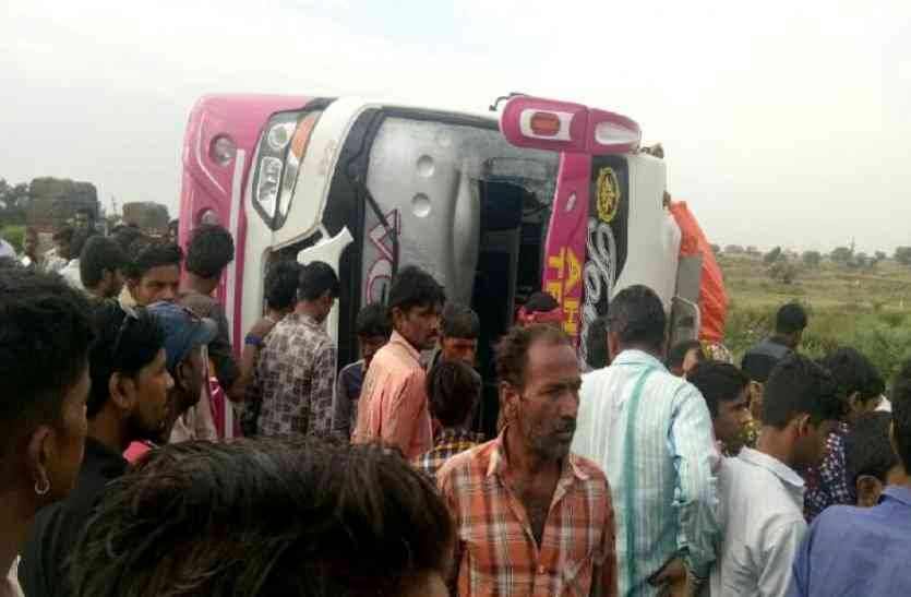 पश्चिम बंगाल के पर्यटकों से भरी बस पलटी, एक की मौत, 40 घायल