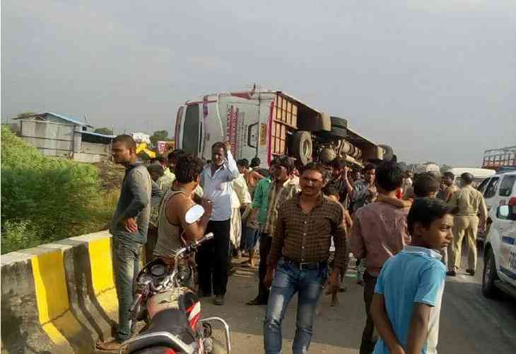 tourist bus accident on neemuch