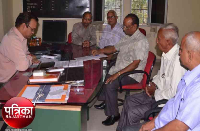 बांसवाड़ा : 4जी के जमाने में 'लैंडलाइन' को बचाने की जद्दोजहद में जुटे बुजुर्ग