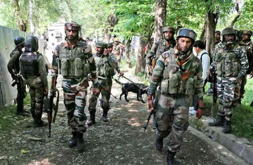 कश्मीर: पुलवामा में पुलिस और सेना के अभियान के दौरान गिरफ्त में आया हिजबुल आतंकी गुलजार