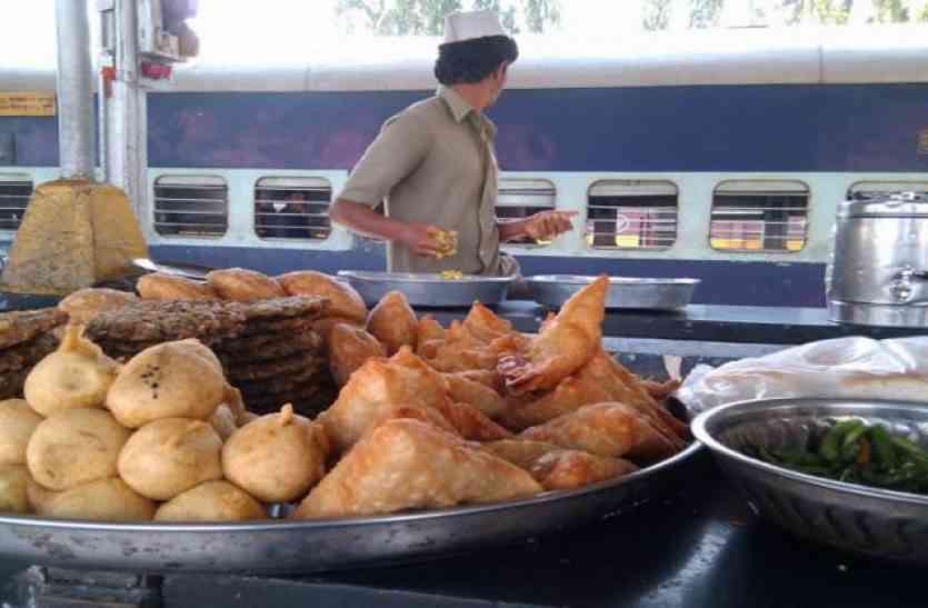 indian railway- इस स्टेशन में मिलता है सड़ा समोसा और बासी पावभाजी, खाते ही यात्रियों को शुरू हो जाती है उल्टियां