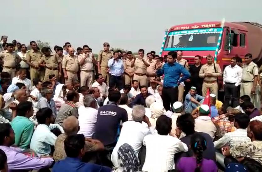बुलंदशहर: 3 महिला की मौत के बाद NH-91 पर लोगों ने लगाया जाम, पथराव कर पुलिस को खदेड़ा