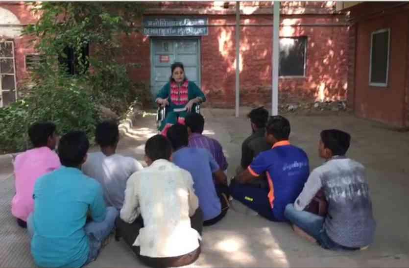 गांव-ढाणियों के सरकारी स्कूलों में तो देखे थे एेसे नजारे पर अब जोधपुर की सबसे बढ़ी विवि के है ये हाल,जाने क्या होगा रामा रे!